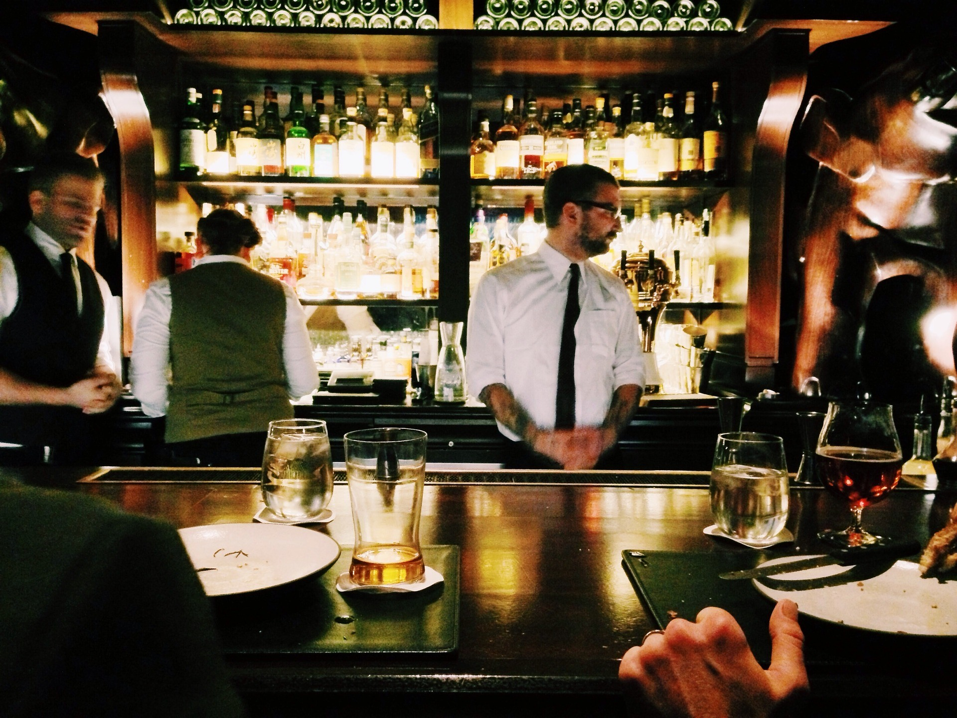 How much should bar staff be paid?